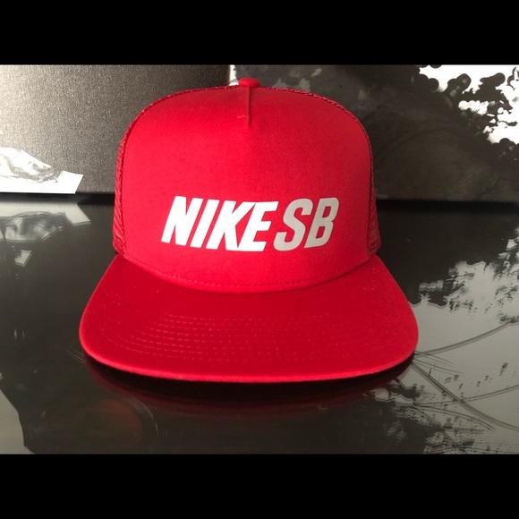 Nike SB Reflective Trucker SnapBack Hat  c17e7253363